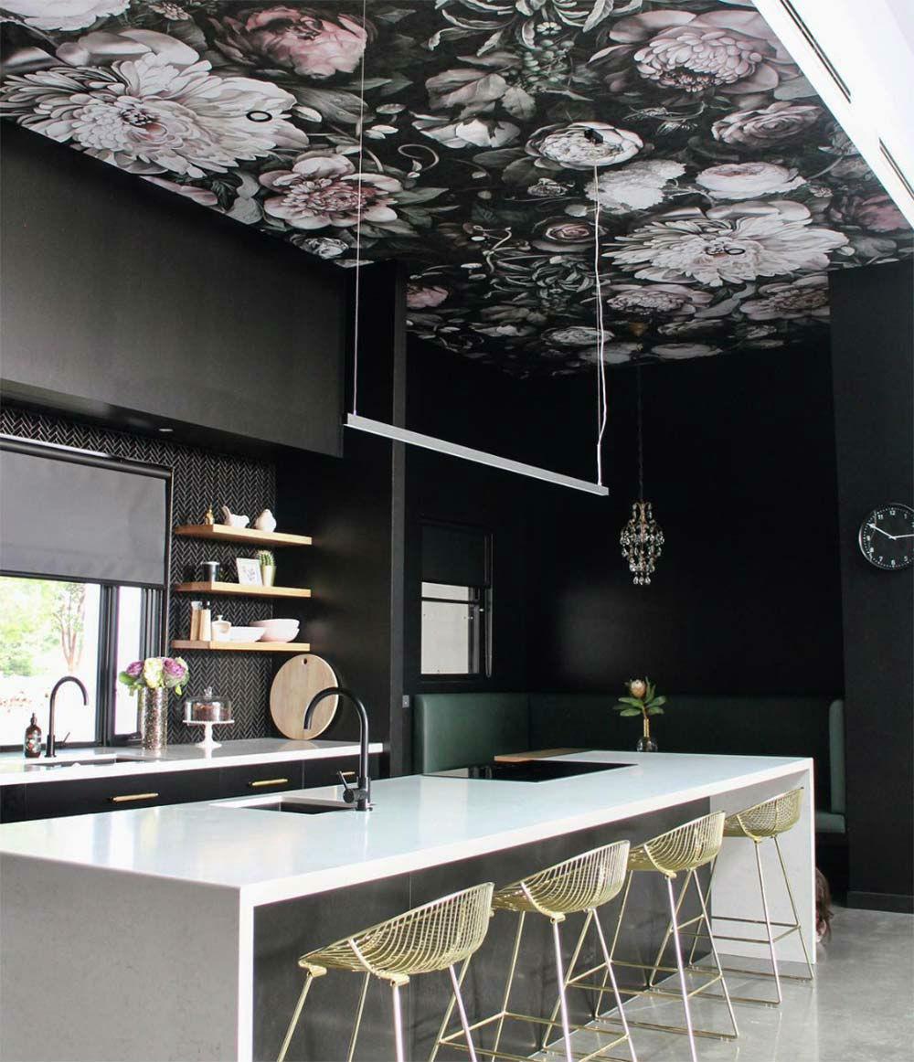 Обои на потолке в дизайне интерьера