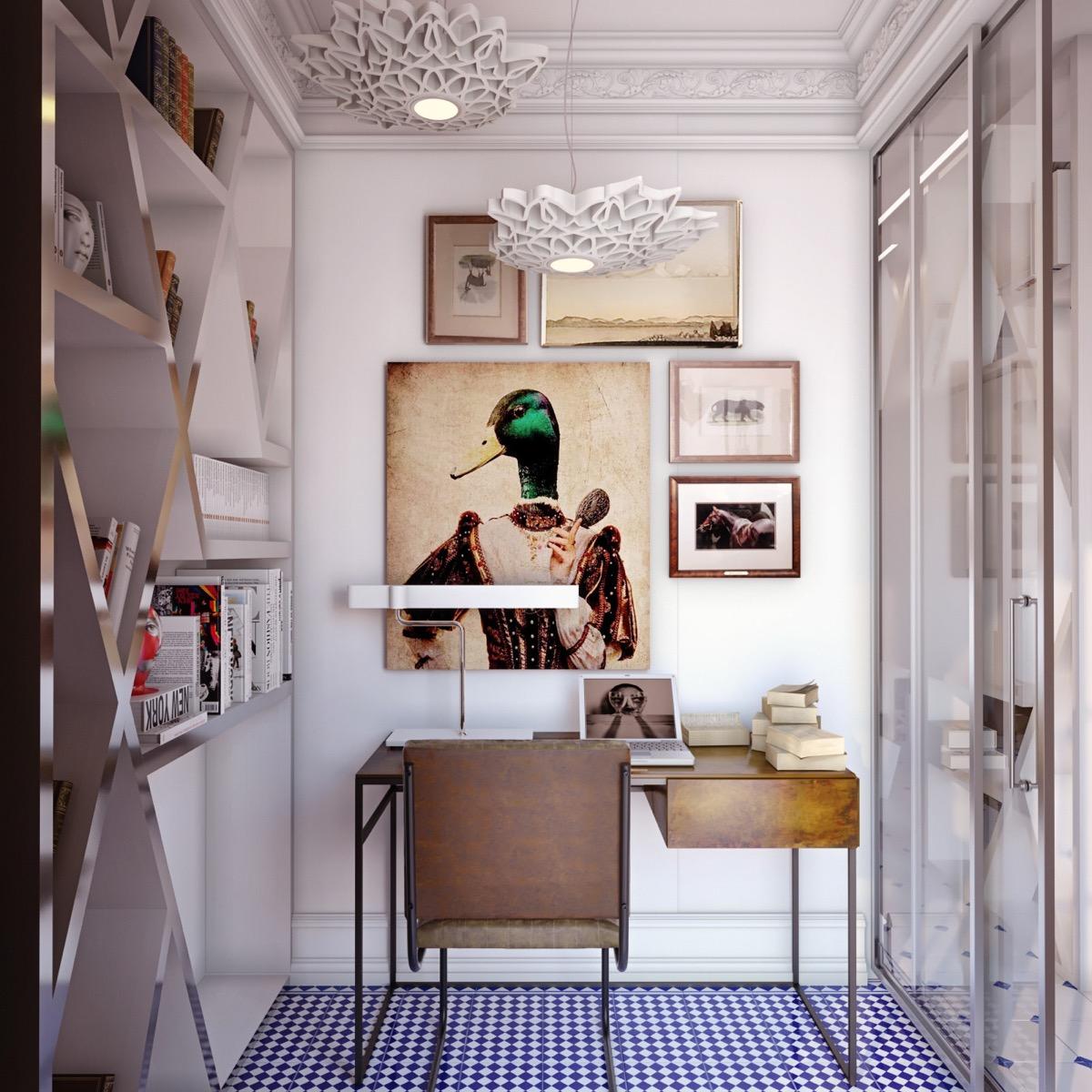 офисный стол в холле или кладовой