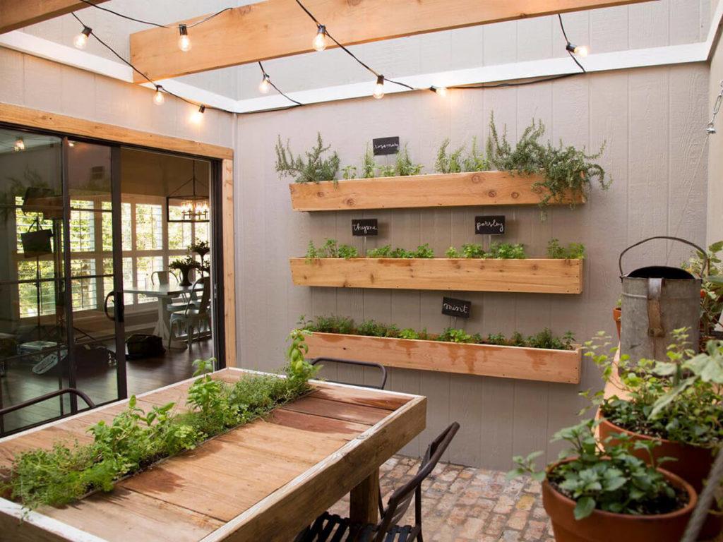 https://cdn.decoist.com/wp-content/uploads/2015/05/DIY-herb-garden-with-mason-jars-for-the-modern-home.jpg